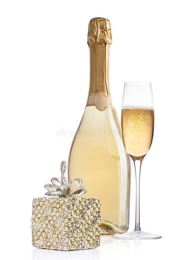 Garrafa de vidro de Champagne com decoração do Natal fotos de stock royalty free