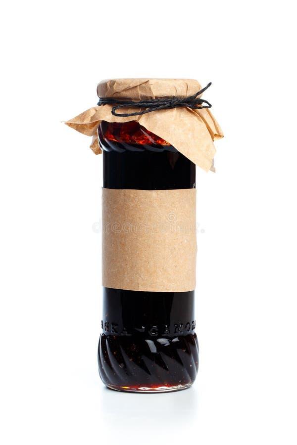 Garrafa de vidro com alimento preservado no fundo branco - imagem foto de stock