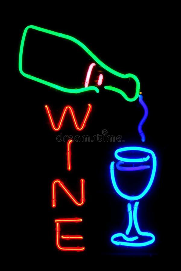 Garrafa de vinho e sinal moderno de vidro da loja da luz de néon fotos de stock royalty free