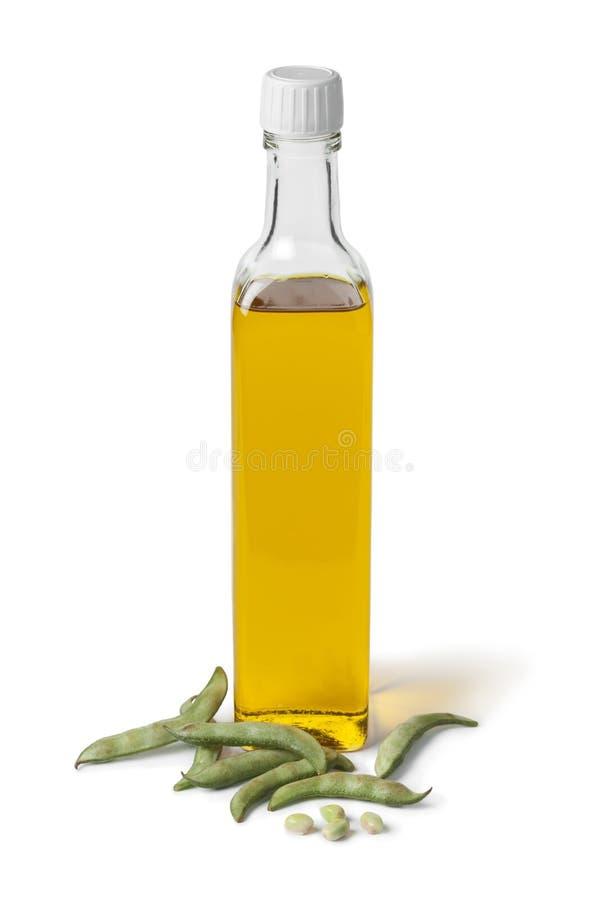 Garrafa do óleo de feijão de soja e de feijões frescos da soja imagens de stock