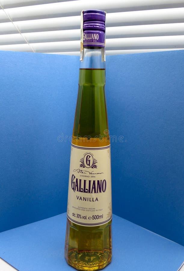 Garrafa do licor da erva de Galliano fotografia de stock