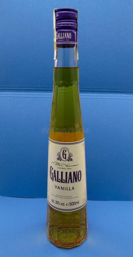 Garrafa do licor da erva de Galliano imagens de stock