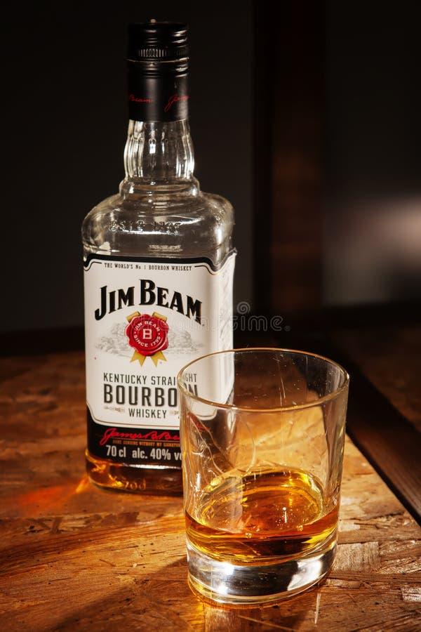 Garrafa do uísque de Jim Beam foto de stock