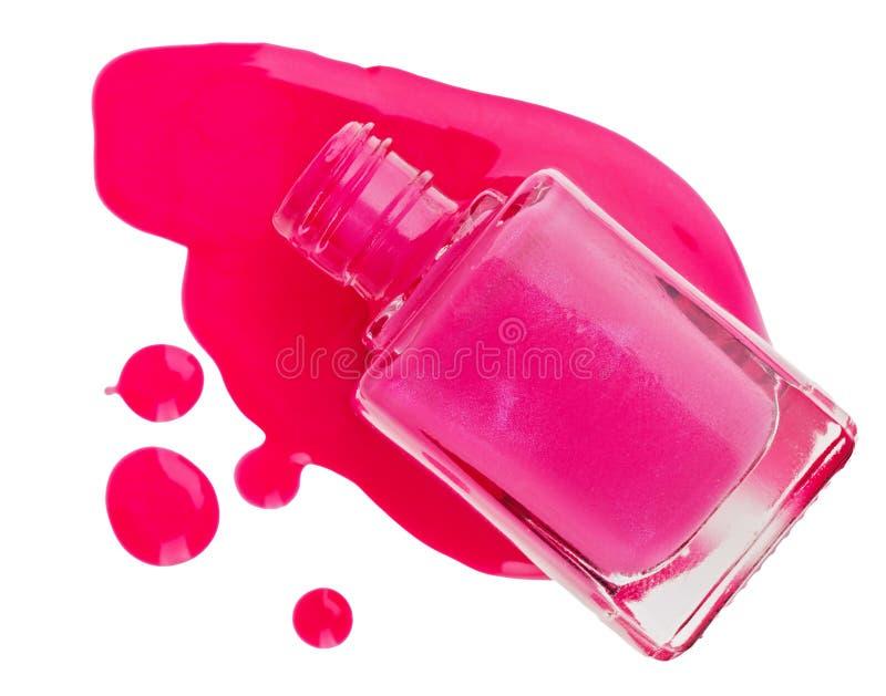 Garrafa do verniz para as unhas cor-de-rosa com gota do esmalte imagens de stock