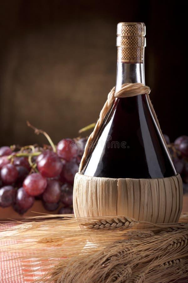 Garrafa do vinho fotografia de stock royalty free