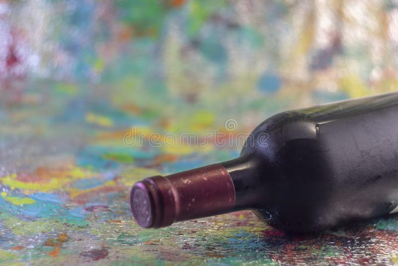 Garrafa do vinho frio vermelho imagem de stock royalty free