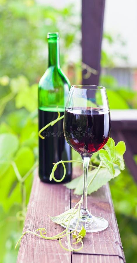 Download Vinho tinto imagem de stock. Imagem de rural, vertical - 29843873