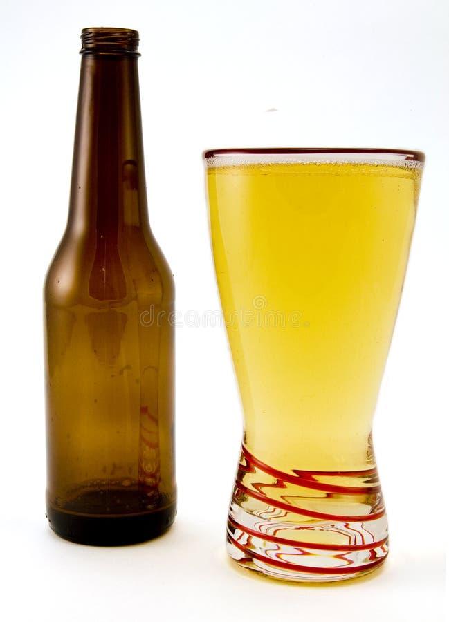 Garrafa e vidro de cerveja imagem de stock