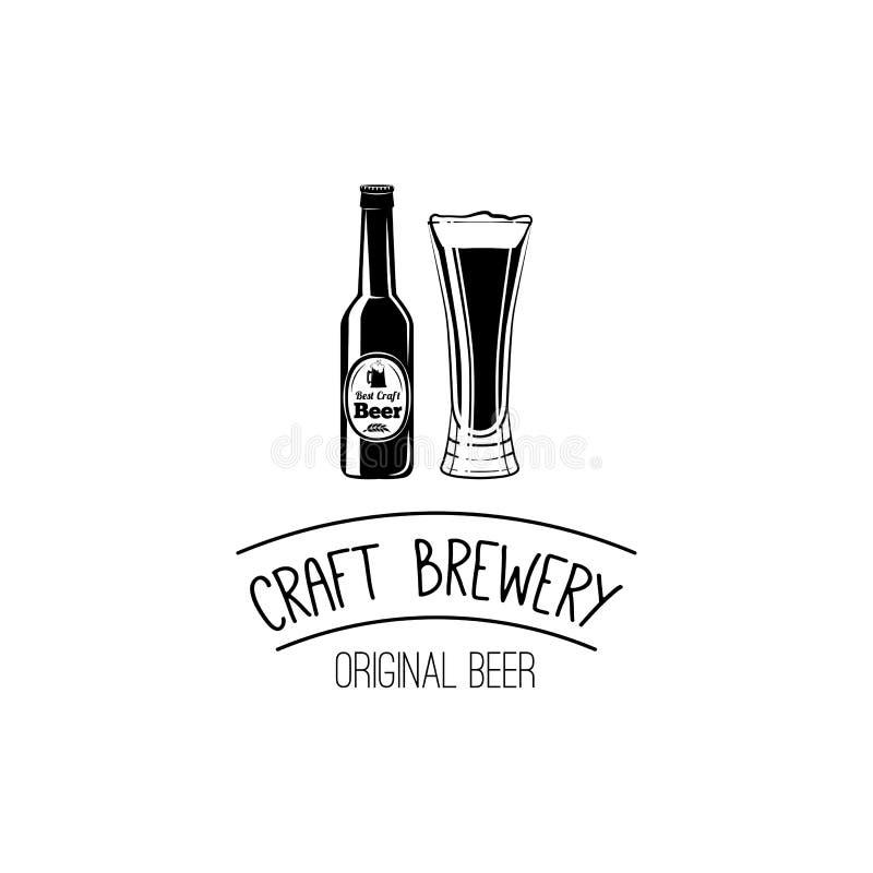 Garrafa e vidro do ícone da cerveja do ofício bar, símbolo da barra Crachá e etiqueta do álcool Ilustração do vetor no branco ilustração stock