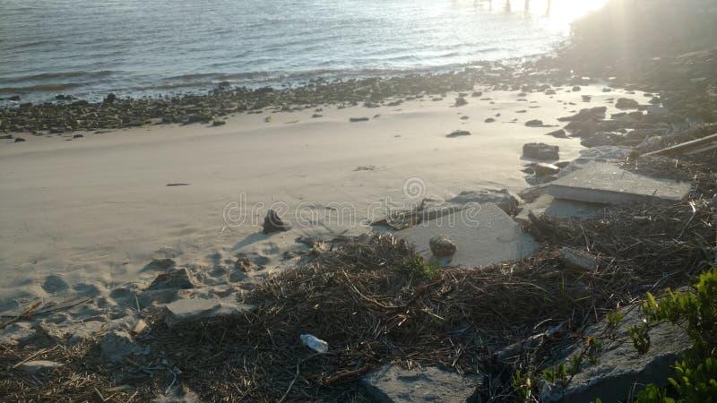 Garrafa na praia fotos de stock