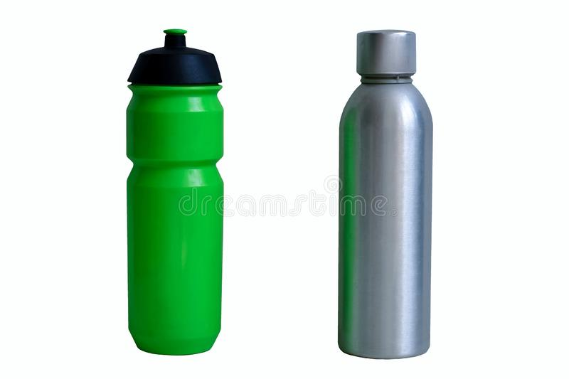 Garrafa plástica e de alumínio, como sua alternativa zero do desperdício, para a bebida e a água, ao plástico da fase-para fora,  foto de stock