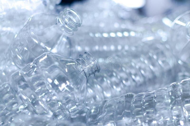 Garrafa Produção industrial de garrafas plásticas do animal de estimação Linha da fábrica para garrafas de fabricação do polietil fotografia de stock royalty free