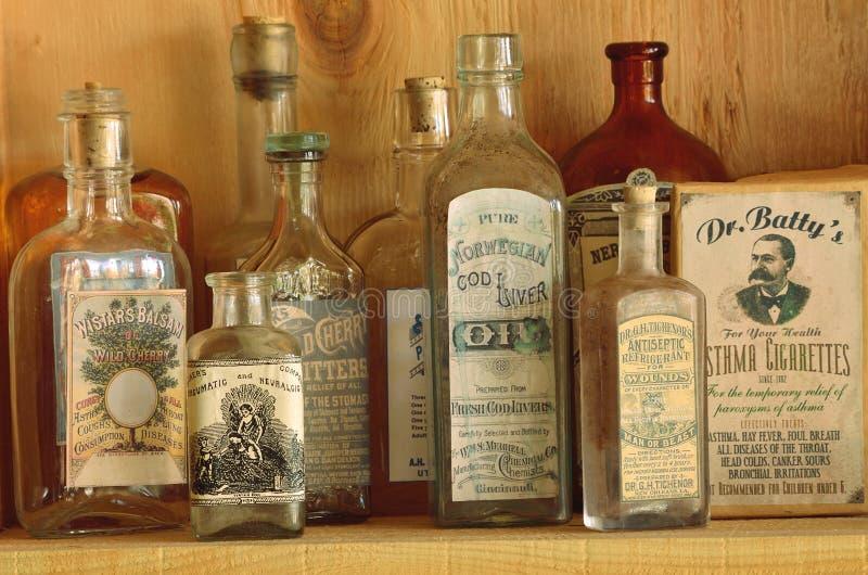 Garrafas antigas da medicina imagem de stock royalty free