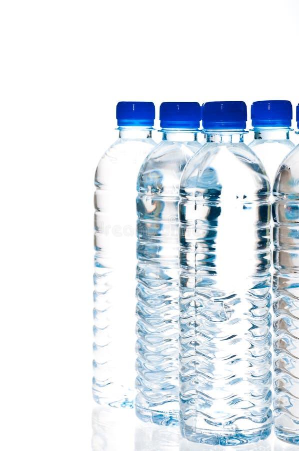 Garrafas de água isoladas no branco fotografia de stock