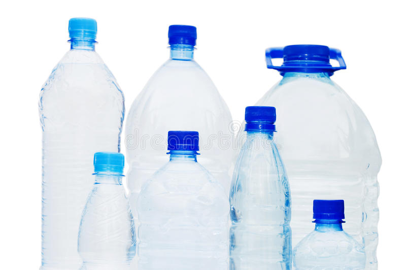 Garrafas de água isoladas sobre o branco foto de stock