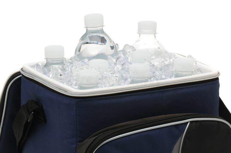 Garrafas de água no refrigerador fotos de stock