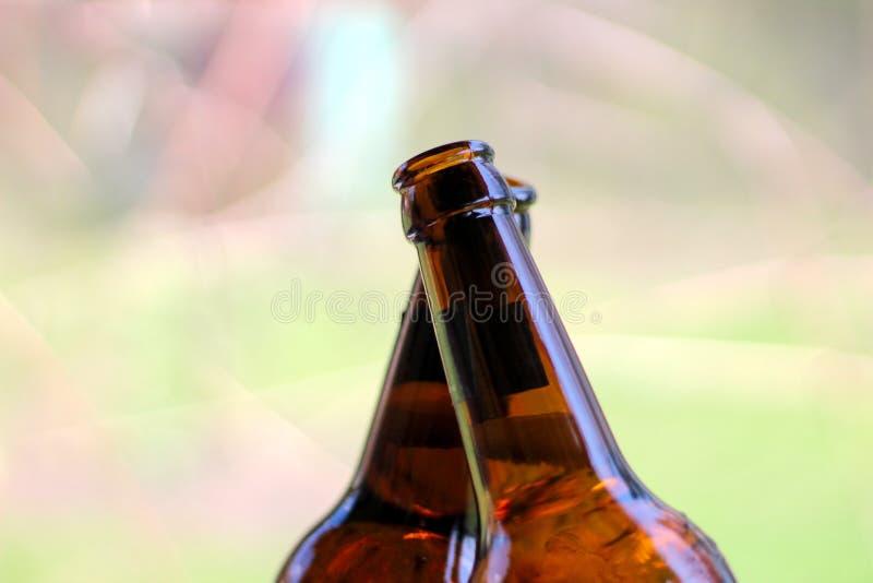 Garrafas de cerveja cruzadas imagens de stock royalty free