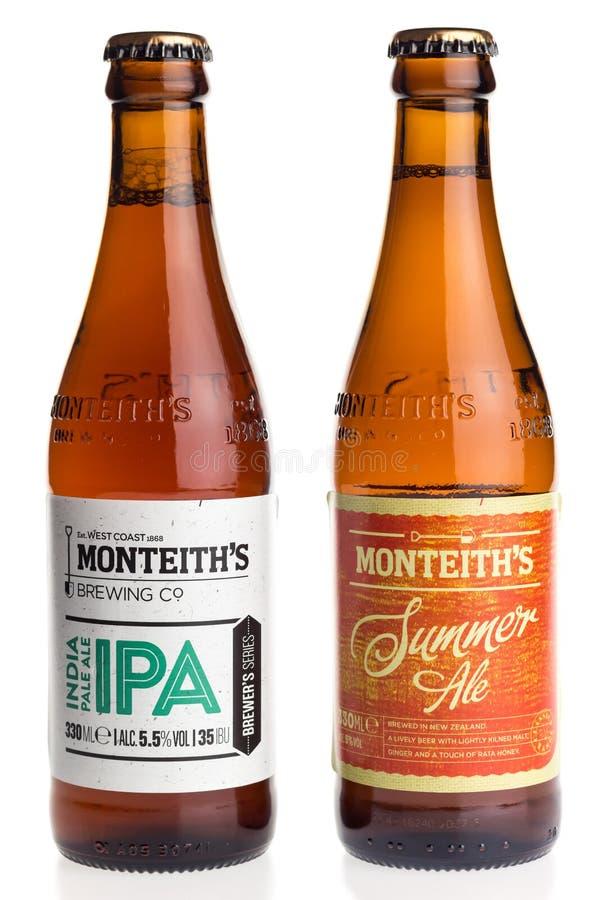 Garrafas de Nova Zelândia Monteith IPA e da cerveja da cerveja inglesa do verão imagens de stock royalty free