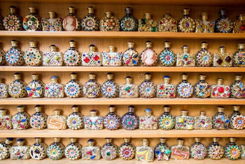 Garrafas de perfume antigas foto de stock