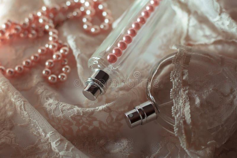 Garrafas de perfume azuis de vidro imagem de stock royalty free