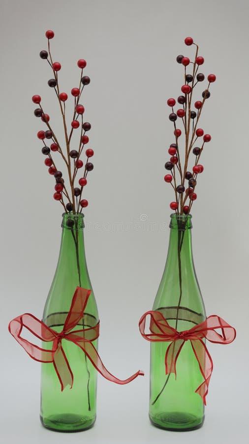 Garrafas de Upcycled como a decoração do Natal imagem de stock