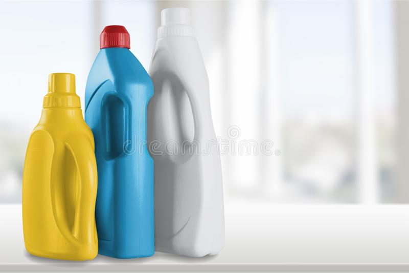 Garrafas detergentes e fontes de limpeza química imagem de stock royalty free