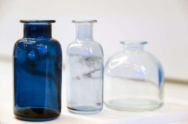 Garrafas médicas para a química Produtos vidreiros de laboratório para a indústria farmacêutica imagem de stock