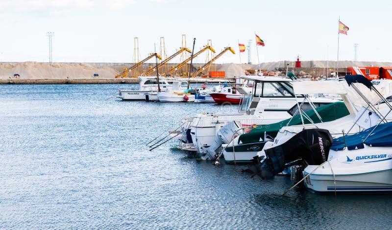 GARRUCHA, ΙΣΠΑΝΙΑ - 2 ΦΕΒΡΟΥΑΡΊΟΥ 2019 βάρκες πολυτέλειας στον κόλπο Garrucha, πλευρά Αλμερία, Ισπανία μαρινών στοκ φωτογραφία