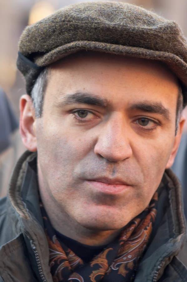 Garry Kasparov, Weltmeister auf einem Schach lizenzfreie stockbilder