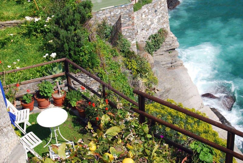 Garten auf dem Meer stockbilder