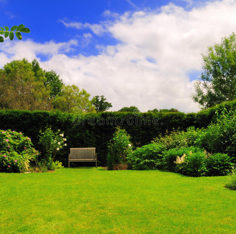Garten-Bank lizenzfreie stockbilder