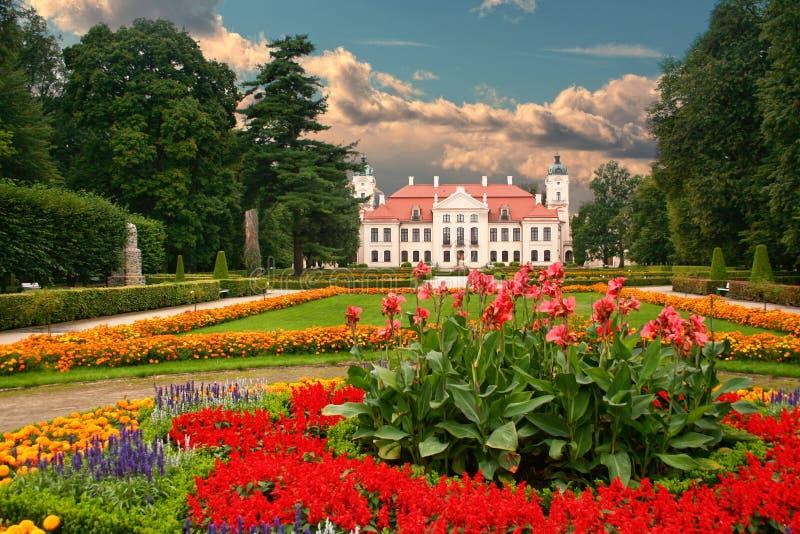Garten in der französischen barocken Art lizenzfreie stockfotos