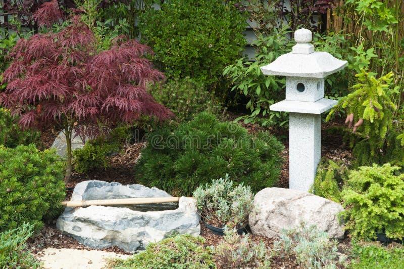 Garten in der japanischen Art lizenzfreie stockbilder