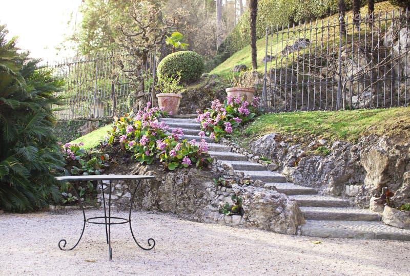 Garten im alten italienischen Landhaus Balbianello lizenzfreie stockbilder