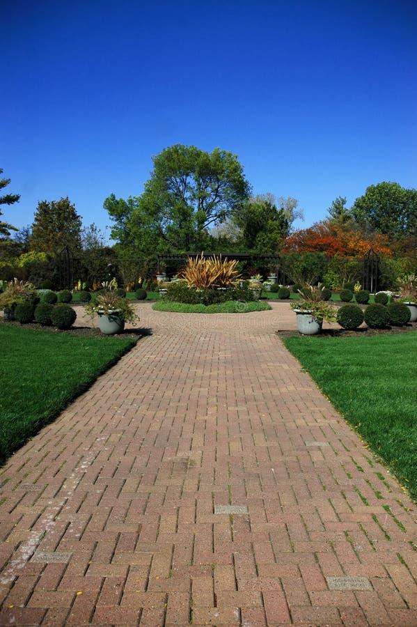 Garten im Herbst stockbild