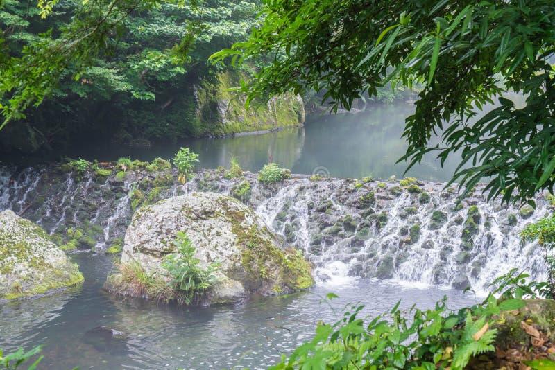 Garten-Park an Cheonjiyeon-Wasserfällen in Jeju-Insel lizenzfreies stockfoto