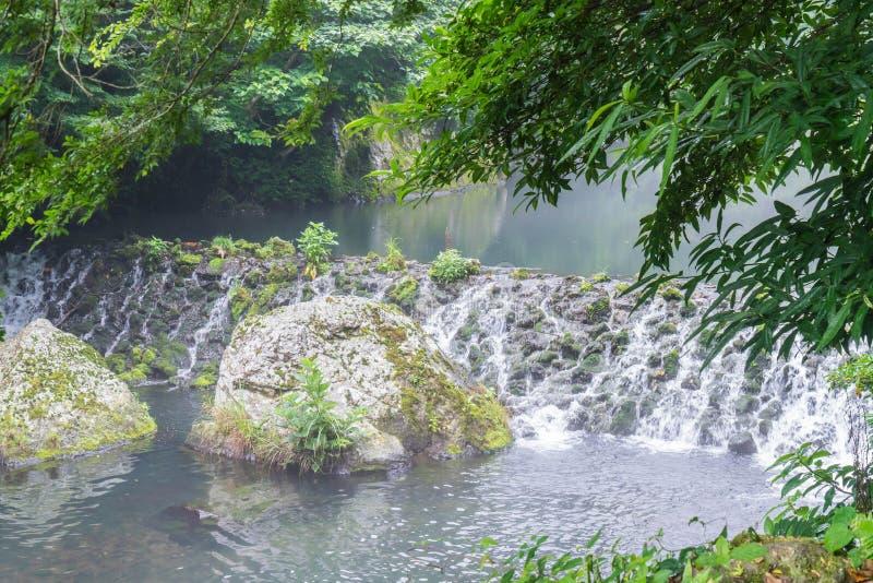 Garten-Park an Cheonjiyeon-Wasserfällen in Jeju-Insel lizenzfreie stockfotografie