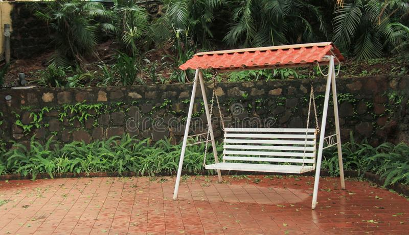 Garten-Schwingen für Paare lizenzfreie stockfotos