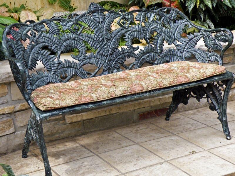 Garten-Sitz lizenzfreies stockfoto