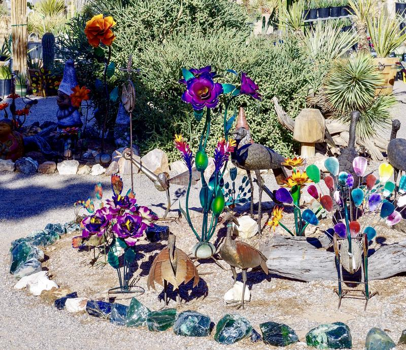 Garten-Skulptur-Anzeige in Nevada Cactus Nursery stockfoto
