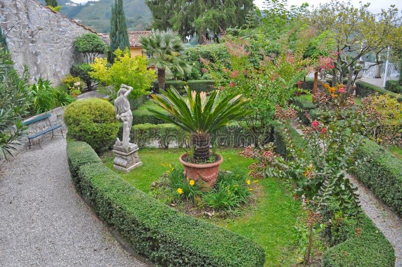Garten in toskana stockbild bild von marmor statuen 64249277 - Toskana garten ...