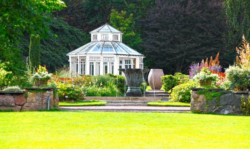 Garten und Konservatorium stockfoto