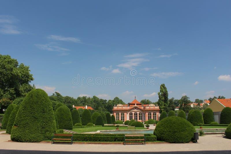 Garten von Czernin-Palast lizenzfreie stockfotos