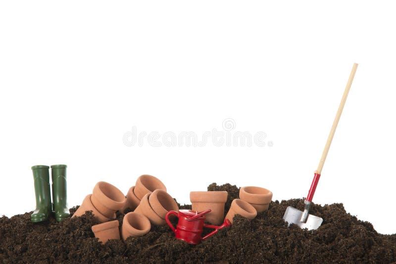 Gartenarbeit mit Blumentöpfen stockbild