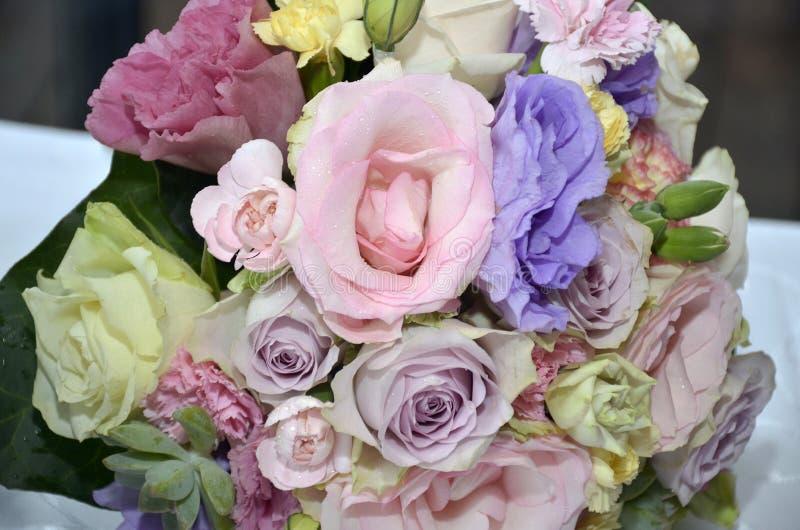 Gartenblumenstrauß-Pastellfarben stockfotografie