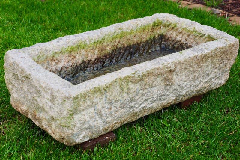 Gartenelement-Wasserstein stockbilder