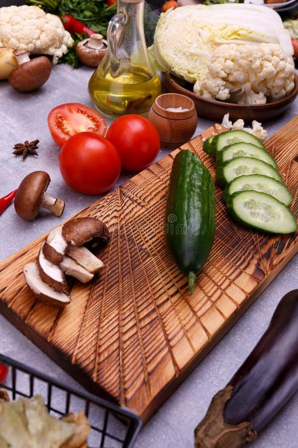 Gartengemüse und -samen auf der Küche lizenzfreies stockfoto
