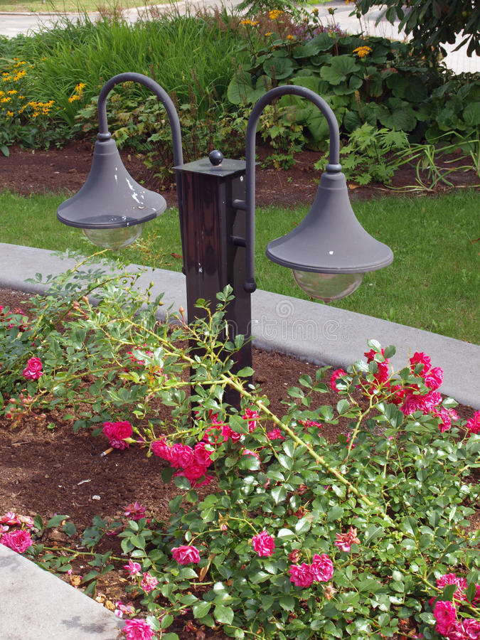 gartenlampen stockbild bild von blume retro bett lampen 33334193. Black Bedroom Furniture Sets. Home Design Ideas