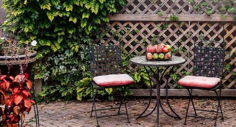 Gartentisch stockfoto