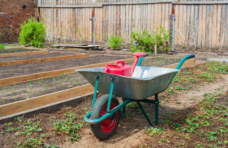 Gartenwarenkorb lizenzfreie stockfotos